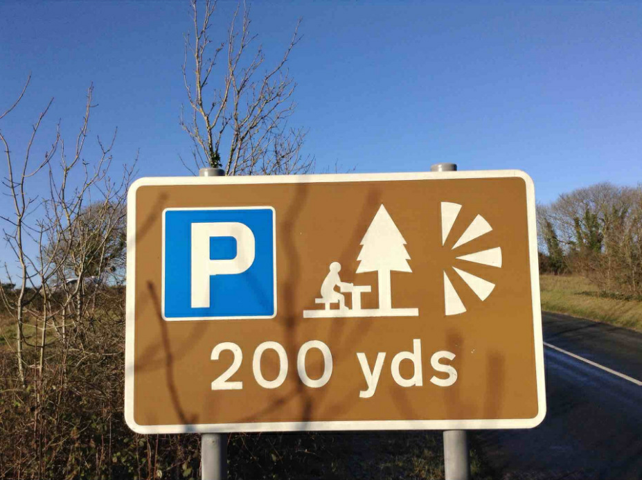 photo of a brown tourist sign indicating a picnic location and parking area in 200 yards along the road