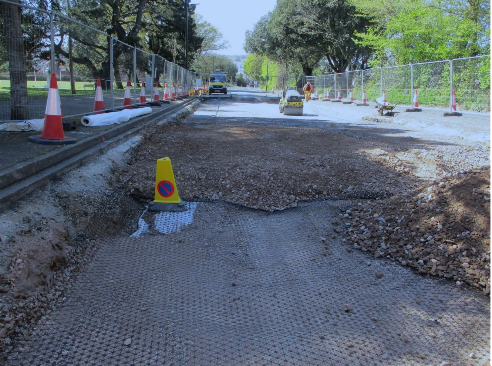 Photo showing excavation work at York Avenue in East Cowes